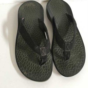Chaco black thongs women's 7
